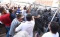 الصورة: إصابة 11 شرطياً في تظاهرة  للمعارضة الألبانية
