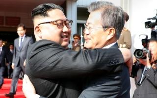 اجتماع مفاجئ بين الكوريتين ينعش آمال قمة سنغافورة