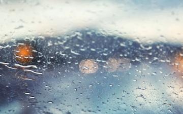 الصورة: أمطار متوسطة في العين.. وهطول المزيد اليوم