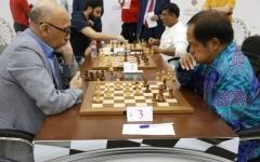 الصورة: غريفاس يتصدر دولية الشارقة الرمضانية للشطرنج