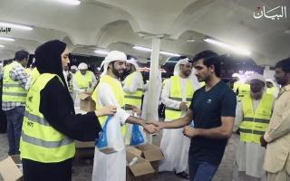 """الصورة: الصورة: """"شباب تنمية المجتمع"""" 150 متطوعاً ينثرون الفرحة بين العمال"""