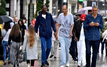 الصورة: أطول رجال العالم يلتقون في باريس