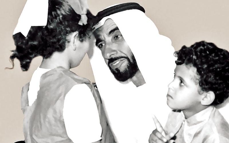الصورة: زايد: أفضل معلم للأبناء هو الوالد