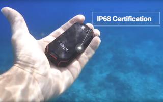"""الصورة: بالفيديو.. """"Atom"""" أصغر هاتف ذكي في العالم"""