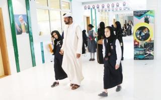 الصورة: طلبة الإمارات في منافسات «تحدي القراءة».. آمال تعانق المركز الأول