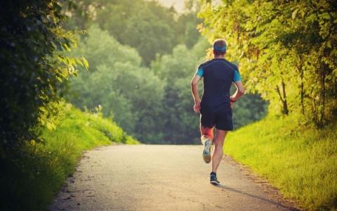 الصورة: المشي والجري والسباحة أفضل الرياضات في رمضان