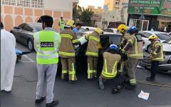 الصورة: بالصور.. دفاع مدني عجمان ينقذ سيدة و3 من أبناءها في حادث تصادم