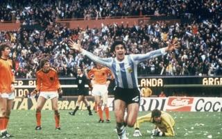 الصورة: كيمبس يتوّج الأرجنتين لأول مرة