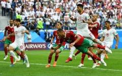 الصورة: مهاجم المغرب يهدي إيران فوزاً قاتلاً