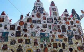 الصورة: مشروع كوبي يحوّل قرية إلى لوحة غرائبية