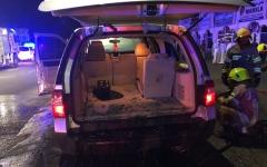 الصورة: احتراق مركبة بعد اصطدامها بعامود إنارة بالفجيرة