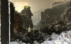 الصورة: الدفاع المدني في دبي يسيطر على حريق مستودع