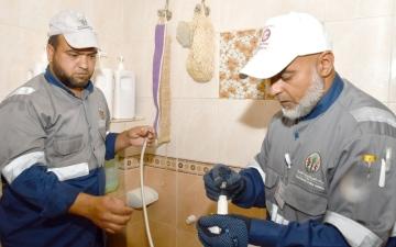 الصورة: كهرباء الشارقة تستهدف 50 أسرة في الرحمانية عبر تركيب أجهزة الترشيد