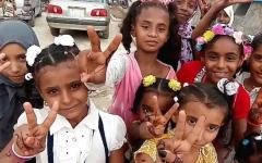 الصورة: «الهلال» تعايد أطفال مركز الأورام السرطانية في المكلا