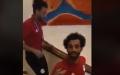 الصورة: كيف رد صلاح على طلب أحد المشجعين؟
