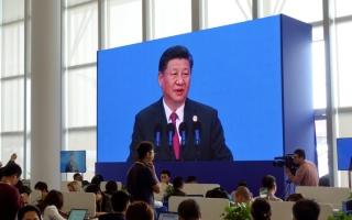 الصورة: الصين تتعهد بمقاومة الرسوم الجمركية الأميركية الجديدة