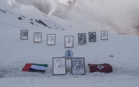 الصورة: لوحات تروي سيرة زايد على قمة في جبال هيمالايا