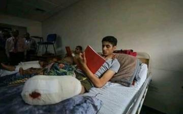 الصورة: طلبة جرحى يقدّمون «الثانوية العامة» بمستشفى في غزة