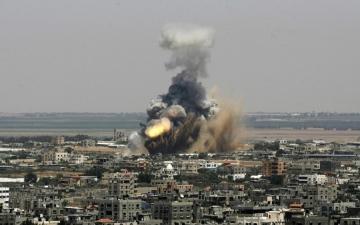 الصورة: طائرات الاحتلال تقصف 25 موقعاً في غزة