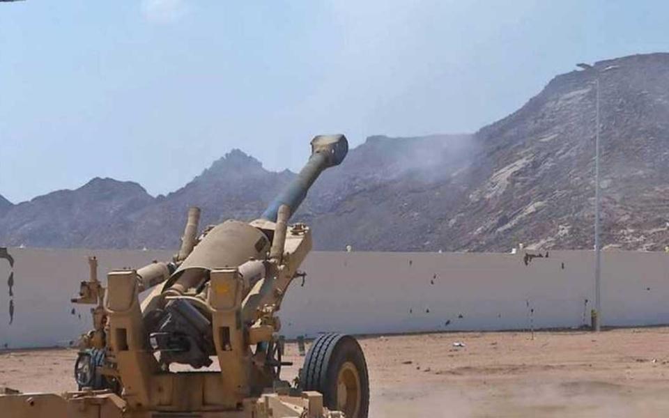 الصورة: ميليشيات الحوثي تقصف مستشفى الثورة في الحديدة
