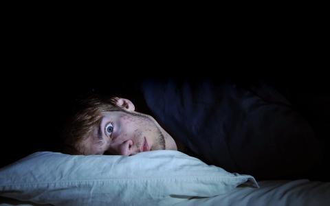 الصورة: لماذا نستيقظ ليلاً دون إرادتنا؟