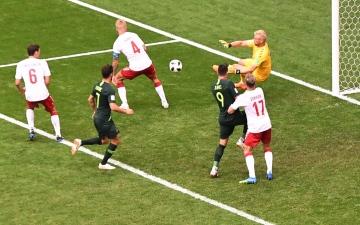 الصورة: منتخب الدنمارك يتعادل مع أستراليا ويفشل في حسم تأهله
