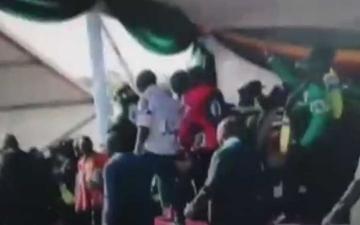 الصورة: لحظة انفجار استهدف رئيس زيمبابوي