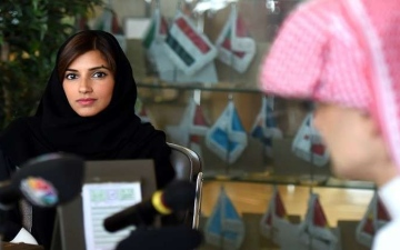 الصورة: ابنة الوليد بن طلال.. أول سائقة في شوارع السعودية