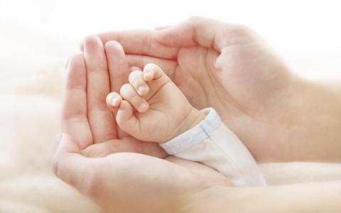الصورة: ماذا يعني طول إصبع السبابة عند الأطفال؟