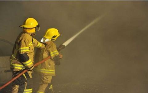 الصورة: إخماد حريق في مبنى مكون من 40 طابقاً في جميرا