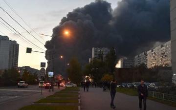 الصورة: حريق في فندق بمدينة روسية وإجلاء 100 شخص