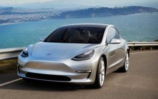 الصورة: «تسلا» تنتج 5000 سيارة في أسبوع