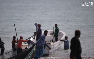 """الصورة: """"ضغوة البحر"""" أهازيج الرجال على إيقاع الصيد الجماعي"""