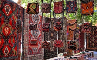 الصورة: السجاد الأرميني.. حرفة وتقاليد تأبى أن يطويها النسيان والزمان