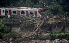 الصورة: بالفيديو.. في أسوء حادثة طبيعية.. عدد ضحايا سيول اليابان يتجاوز الـ160