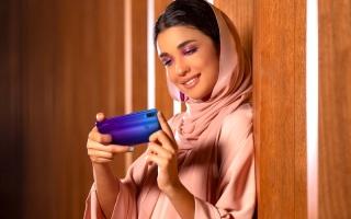 الصورة: أكثر من نصف سكان الإمارات يلتقطون صور «السيلفي» يومياً