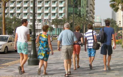 الصورة: الإمارات تعفي أبناء السياح من رسوم تأشيرة الدخول خلال موسم الصيف