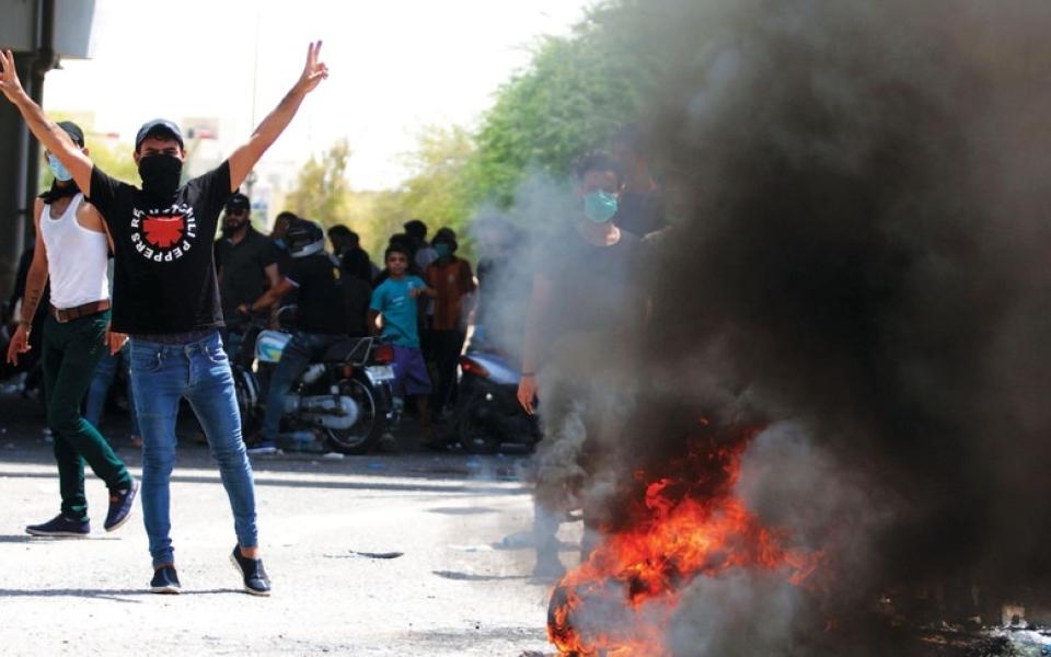 الصورة: 5 قتلى جُدد وعشرات المصابين في توسع احتجاجات العراق