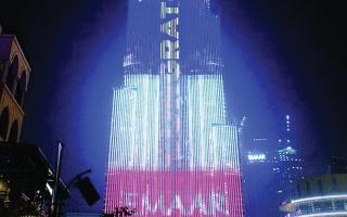 الصورة: برج خليفة يتزين بالعلم الفرنسي احتفاء ببطولة مونديال روسيا 2018