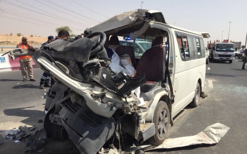 الصورة: وفاة 3 أشخاص وإصابة 8 آخرين في حادث مروري على شارع الإمارات