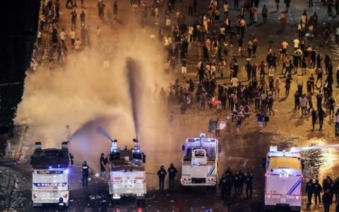 الصورة: الشغب يفسد احتفالات فرنسا بلقب المونديال