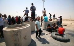 الصورة: احتجاجات جنوب العراق مستمرة والمتظاهرون يقطعون طرقاً