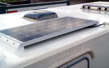 الصورة: ألواح الطاقة الشمسية تصعق آسيويا وتقتله