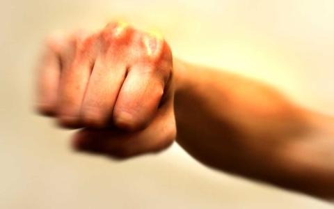 الصورة: سنة حبساً و200 ألف دية شرعية لصاحب «اللكمة القاتلة»