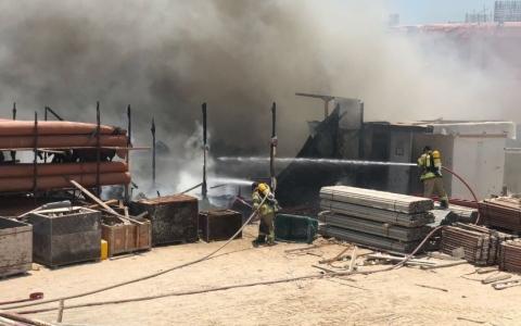 الصورة: الدفاع المدني يخمد حريقين في أبوظبي