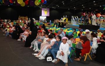 الصورة: «عالم مدهش» على سما دبي .. فرح طفولي بألوان الصيف