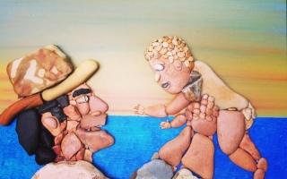 الصورة: لوحات من حجارة البحر تحكي قصة جمال وفن