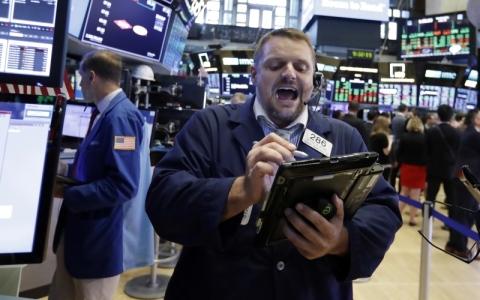 الصورة: نتائج قوية للشركات تصعد بالأسواق العالمية