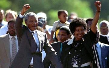 الصورة: رسائل مانديلا إلى عائلته.. سطور حب ووفاء تحدت جدران الأسر