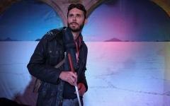 الصورة: كفيف يخوض غمار أكبر رحلة عبر صحراء ملحية في العالم